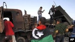 Líbia: Forças pro-Kadhafi lançam ataques em Misrata