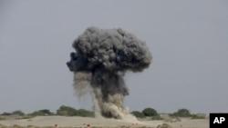 南部港口城市穆拉卡發生爆炸。