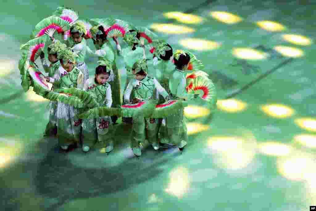 کرسمس کے سلسلے میں چین میں منعقدہ ایک تقریب کا منظر