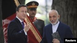 Thủ tướng Anh David Cameron và Tổng thống Afghanistan Hamid Karzai trong cuộc họp báo ở Kabul, ngày 19/7/2012
