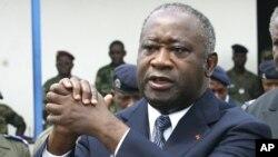 ອະດີດປະທານາທິບໍດີຂອງປະເທດໄອວໍຣີໂຄສ ທ່ານລໍແຣນ ບັກໂບ (Laurent Gbagbo) ທີ່ຖືກກ່າວຫາວ່າ ມີຄວາມຜິດຢູ່ 4 ກະທົງ ໃນການກໍ່ອາດຊະຍາກໍາຕ້ານມະນຸດຊາດ (file photo)