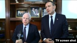 Američki senator Džon Mekejn i predsjednik Skupštine Crne Gore Ranko Krivokapić posle susreta u Kongresu