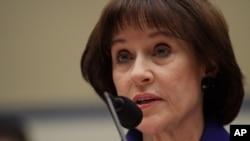 美国国税局前官员洛伊丝•勒纳在国会山讲话
