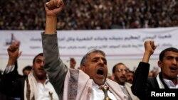 Para pendukung kelompok Syiah Houthi melakukan unjuk rasa di ibukota Sanaa (foto: dok). Pemberontak Syiah Houthi mengambil alih pemerintahan Yaman pekan lalu.
