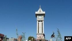 Những người biểu tình chống Tổng thống Syria Bashar al-Assad tụ tập tại Hula, gần Homs