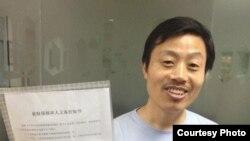 杜斌取保候审被国保送回北京住处(网络相片)