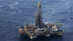 """Governo ordena """"angolanização"""" do setor petrolífero - 2:22"""
