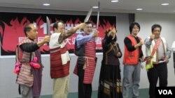台灣原住民誓師參加火大遊行(美國之音申華攝影)