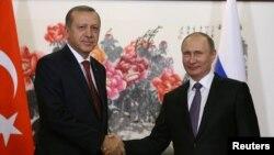 Turkiya Prezidenti Rajab Toyib Erdog'an (chapda) Rossiya rahbari Vladimir Putin bilan, Xitoy, 3-sentabr, 2016-yil.