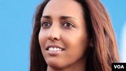 Janira Hopffer Almada, presidente e candidata, alvo das críticas