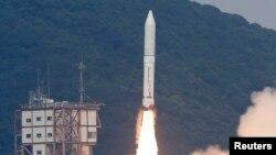 일본 로켓 엡실론이 14일 남부 우주센터에서 성공적으로 발사되고 있다.