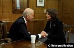 FILE – Kosovo President Atifete Jahjaga met with U.S. Vice President Joe Biden, November 2015.