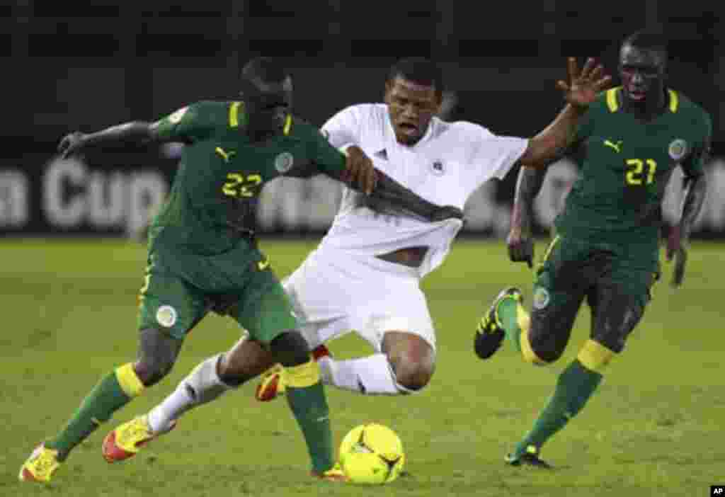 Ahmed Zuway of Libya (C) challenges Cheikh MBengue (L) and Mohamed Diam� of Senegal during their African Nations Cup Group A soccer match at Estadio de Bata in Bata January 29, 2012.