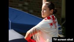 美国海军学院毕业生为庆祝小区40周年表演舞蹈 (视频截图)