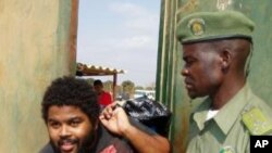 Casimiro Carbono ao sair da prisão a 14 de Outubro