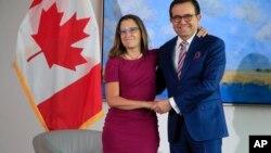 加拿大国际贸易部长方慧兰和墨西哥经济部长瓜哈尔多在美国华盛顿会晤(2017年8月15日)