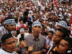 Hầu hết các cuộc thăm dò vẫn đặt Đô trưởng Jakarta Joko Widodo lên hàng đầu.