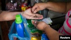 Según un informe, la inflación en Venezuela es cercana al 70 por ciento.