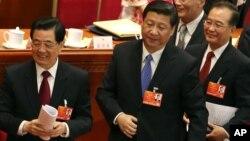 5일 중국 베이징 인민대회당에서 전국인민대표대회가 개막한 가운데, 개막식에 참석한 후진타오 국가주석과 시진팡 당총서기, 원자바오 총리(왼쪽부터).