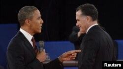 Tổng thống Obama và Thống đốc bang Massachusetts Romney trong cuộc tranh luận tại Hempstead, New York, ngày 16/10/2012