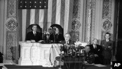 سات جنوری 1943ء کی ایک تصویر جس میں اس وقت کے صدر روزویلٹ کانگریس سے اپنا سالانہ 'اسٹیٹ آف دی یونین' خطاب کر رہے ہیں۔ (فائل فوٹو)