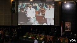 Suasana pengambilan sumpah Joko Widodo dan Basuki Tjahaja Purnama sebagai Gubernur dan Wakil Gubernur Baru DKI Jakarta (VOA/Andylala Waluyo).