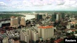 Khu trung tâm thương mại của TPHCM, hậu cảnh là Sông Saigon. Ảnh chụp ngày 27/7/2018. AJS/CC/SB