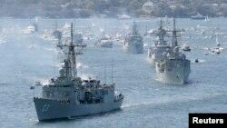 Các chiến hạm của Hải quân Hoàng gia Australia tiến vào cảng Sydney. (Ảnh tư liệu)