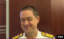 """澳大利亚皇家海军准将彼得·利维"""" (美国之音黎堡拍摄 )"""