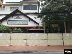 Sbov Meas restaurant is temporarily closed from March 25 due to slow business amid coronavirus outbreak. (Kann Vicheika/VOA Khmer)