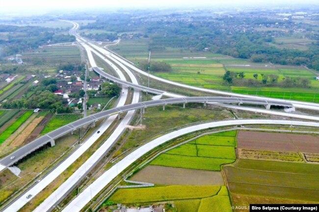 Foto udara Simpang Susun Kartosuro di Kabupaten Boyolali Jawa Tengah yang dipamerkan Presiden Jokowi, 11 Juni 2018. (Foto: Biro Setpres)