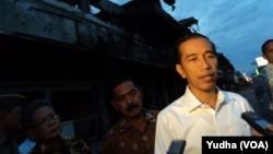 Presiden Joko Widodo saat meninjau Pasar Klewer Solo, Rabu, 31 Desember 2014 (Foto: Dok)