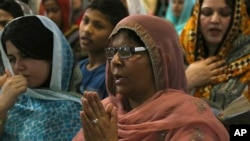 Pakistani Christian women pray during Easter service at Saint John's Cathedral Church in Peshawar, Pakistan, Sunday, April 16, 2017