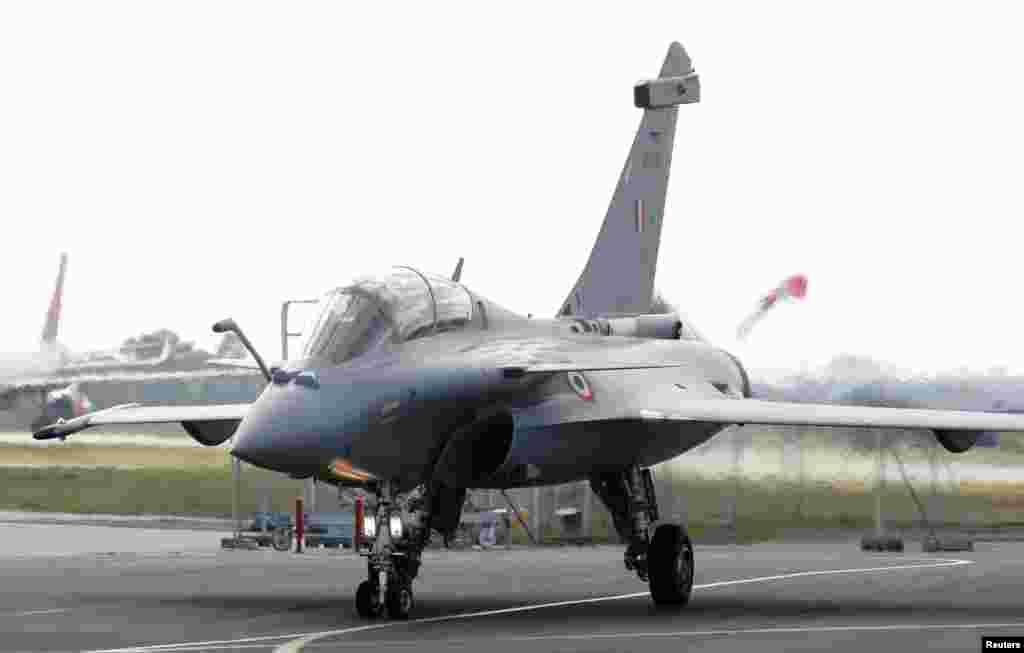 فرانسیسی ساختہ ان طیاروں کو دنیا کے جدید ترین لڑاکا طیاروں میں شمار کیا جاتا ہے۔ پہلے مرحلے میں بھارت کو 10 طیارے فراہم کیے جائیں گے جن میں سے پانچ بھارت پہنچ گئے ہیں جب کہ پانچ طیارے چند روز بعد بھارت پہنچیں گے۔