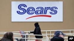 Con este anuncio, Sears podrá mantener abiertas las aproximadamente 400 tiendas que quedan, lo que significaría que decenas de miles de empleos están a salvo por ahora.