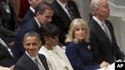 미국 바락 오바마 대통령 부부와 조셉 바이든 부통령 가족이 22일 워싱턴 국립대성당에서 열린 국가기도회에 참석했다.