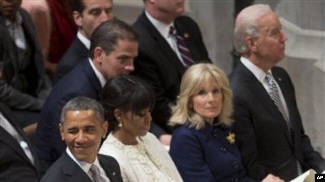 Predsednik Obama, prva dama Mišel Obama, potpredsednik Džo Bajden i njegova supruga Džil na predsedničkoj inauguralnoj molitvenoj službi u vašingtonskoj katedrali.