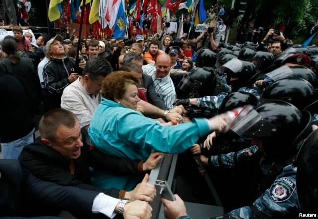FILE - Riot police separate opposition supporters from members of the pro-Yanukovich Regions Party during a June 2012 rally against a draft language law in Kiev.