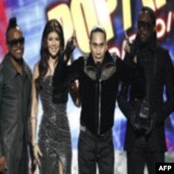 سلطان فقید پاپ مایکل جکسون، یک بار دیگر با بردن چهار جایزه موسیقی آمریکا رکورد تازه ای به جای می گذارد