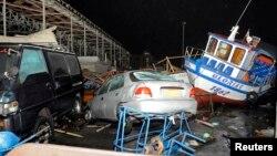 Chile inicia la evaluación de los daños provocados por el sismo y las olas que inundaron algunas zonas.