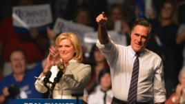 Mitt Romney (L) and his wife Ann Romney (R) at a rally in Manchester, New Hampshire, Nov. 5, 2012.