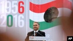 Perdana Menteri Hongaria Viktor Orban dalam upacara peringatan revolusi dan perlawanan terhadap komunisme dan kekuasaan Soviet di pusat kota Budapes (23/10).