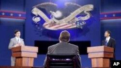 2일 바락 오바마 대통령과 미트 롬니 공화당 후보의 첫 TV 공개토론을 하루 앞두고, 토론이 열릴 콜로라도주 덴버대학에서 벌어진 리허설.
