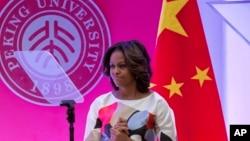 美国第一夫人米歇尔•奥巴马在北京大学斯坦福中心发表演说之后的表情。(2014年3月22日)