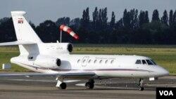 Pesawat yang dipercaya membawa Ratko Mladic mendarat di bandara Rotterdam , Belanda (31/5)