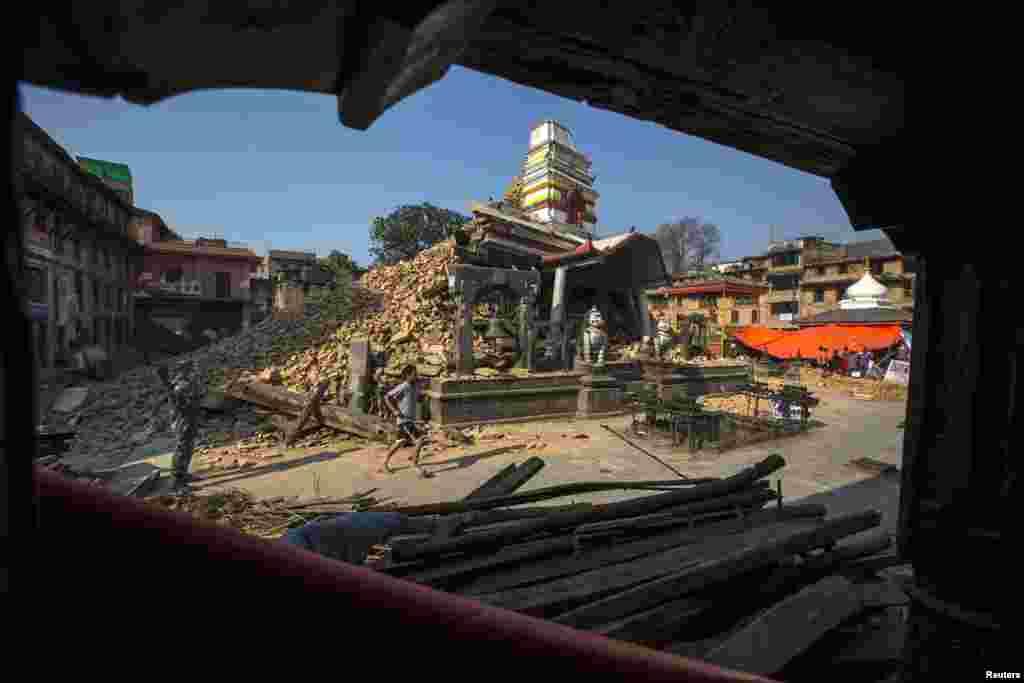 حکومت نیپال کے اندازے ایک کے مطابق زلزے سے 600 سے زائد اسکول بھی منہدم ہوئے۔