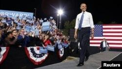 Tổng thống Hoa Kỳ Barack Obama vẫy chào người ủng hộ tại một cuộc vận động tranh cử ở Las Vegas, Nevada, ngày 24/10/2012