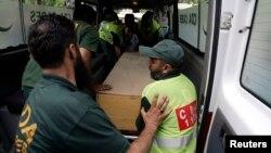 غیر ملکی سیاحوں کی لاشیں اسپتال منتقل کی جارہی ہیں