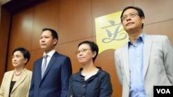 香港泛民立法會議員宣佈成立「民主派聯絡小組」,4位成員劉慧卿(左起)、郭榮鏗、何秀蘭、葉建源。(美國之音湯惠芸拍攝)