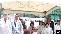 25일 광화문에서 자유북한주간 행사의 일환으로 납북된 사람들의 이름을 부른 행사.